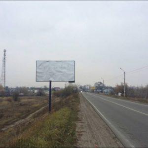Білборд розміщений по дорозі P69 Київ-Вишгород-Десна-Чернігів км 31 + 600 (ліворуч), перед в'їздом в с.Хотяновка